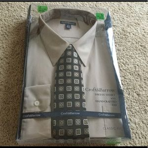Men's boxed dress shirt with tie